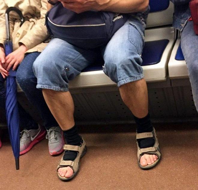 ¿Hay algo más hermoso que calcetines y sandalias?