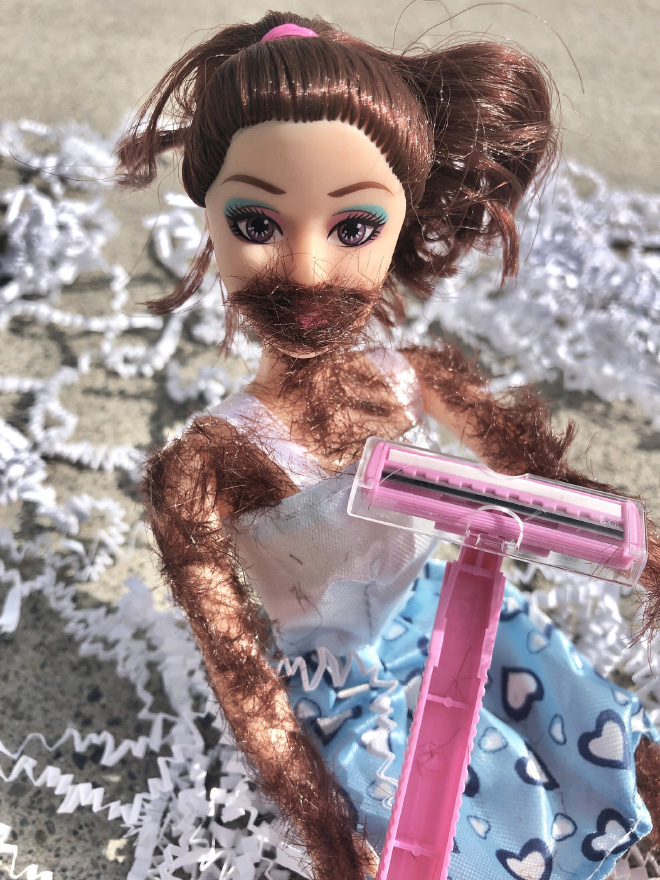¿Te gustaría afeitar esta muñeca?