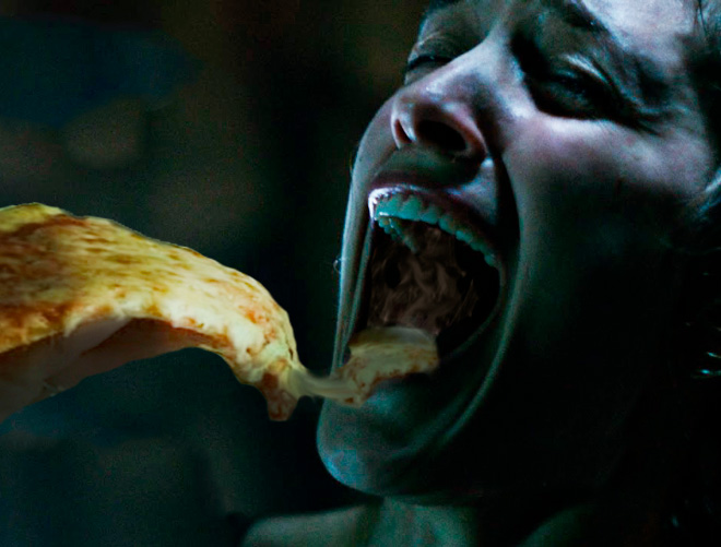 Cuando el grito de la película de terror se encuentra con la pizza caliente ...