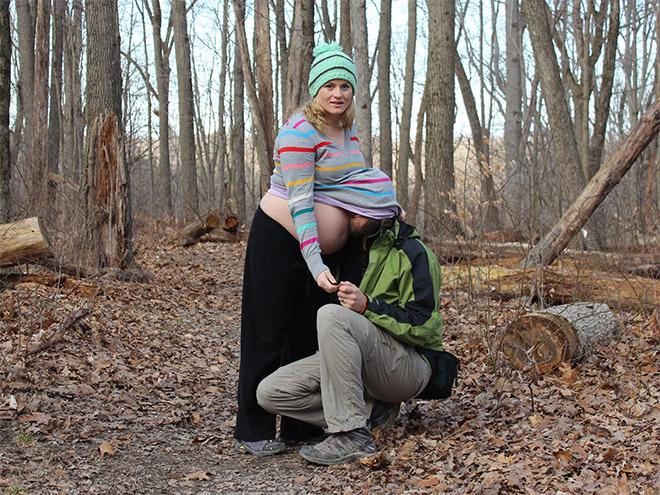 Algunas personas tienen algunas ideas muy * ejem * interesantes para las fotos del embarazo ...