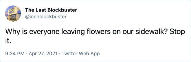 ¿Por qué todo el mundo deja flores en nuestra acera? Para eso.