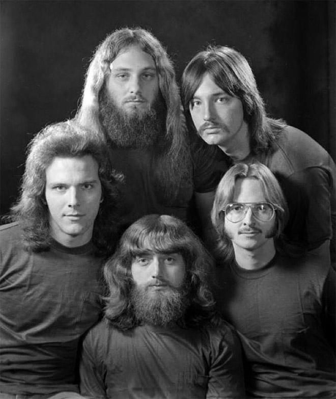 Peinados masculinos de la década de 1970.